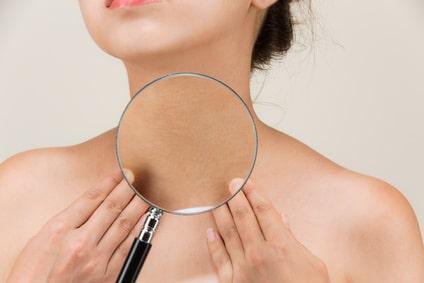 Comment faire pour retendre la peau du cou ?